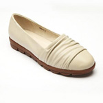 Helens Heart Womens CFW-809-1 Ivory Leather Closed Toe Casual Shoes