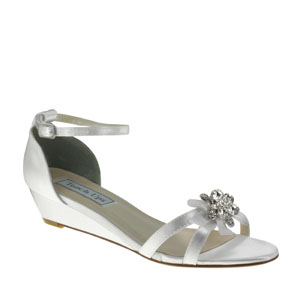 Touch Ups Womens Tillie White Satin Sandals Wedding Shoes